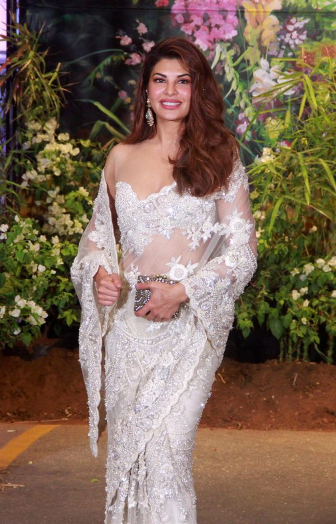 Jacqueline-Fernandez-at-sonam-kapoor-wedding-reception-1